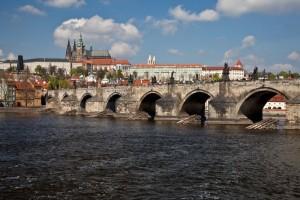 praha_-_karluv_most_a_prazsky_hrad_[800x533]